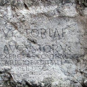 Rímsky nápis na trenčianskej skale